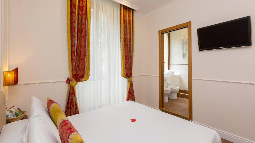 milton-hotel-rome-room-CLASSIC-SMALL-DBL-2
