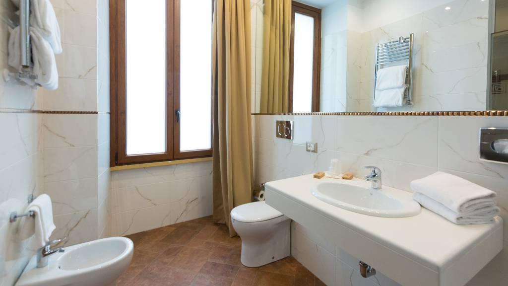 milton-hotel-rome-room-executive-64